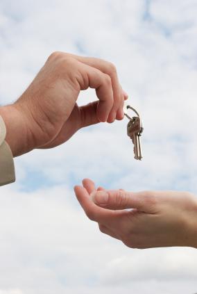 Handing_over_keys