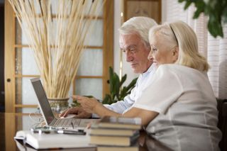 Older_couple_laptop