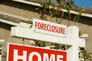 Foreclosure_home_sign