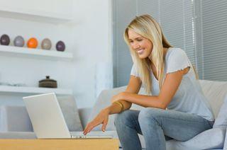 Woman_blonde_laptop