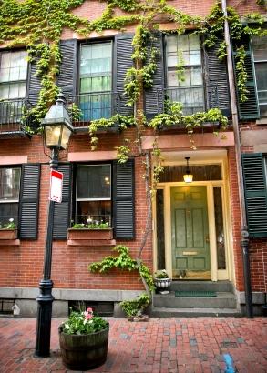 Beacon_hill_apartment_entrance