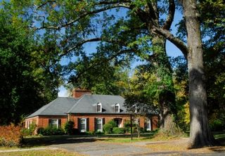 Brick_house_tree_yard