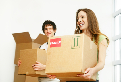 Young_couple_holding_boxes