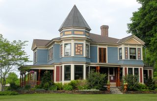 Queen_anne_victorian_house_1810